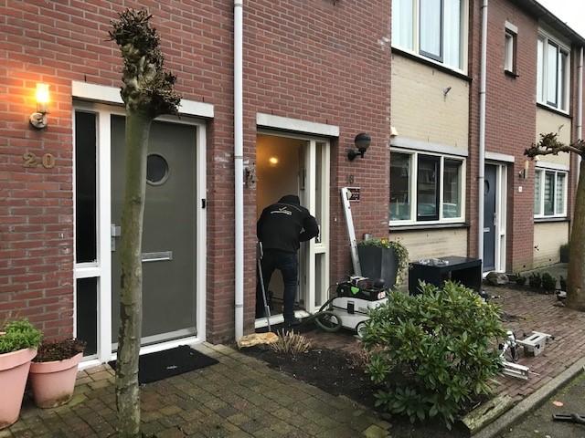 Zeist tussenwoning voordeur plus achterdeur beveiligd