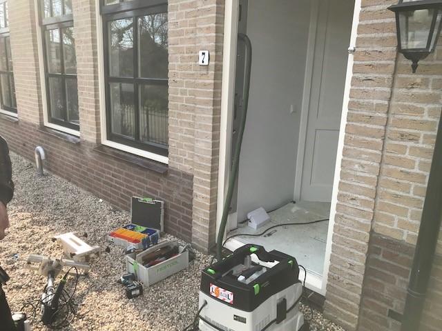 Vreeland vrijstaande villa beveiligd voordeur